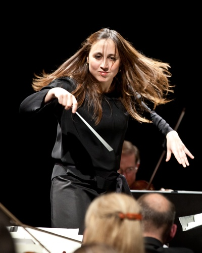 Joana Carneiro & Orchestra, photo by Dave Weiland