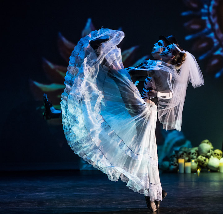 Luna-Mexicana_Bride-and-Groom_Oakland-Ballet_2017.jpg